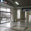 岡山県倉敷市の本四備讃線児島駅の白ポストと周囲。改札を出て右の駅裏口寄り通路脇。(2015年)