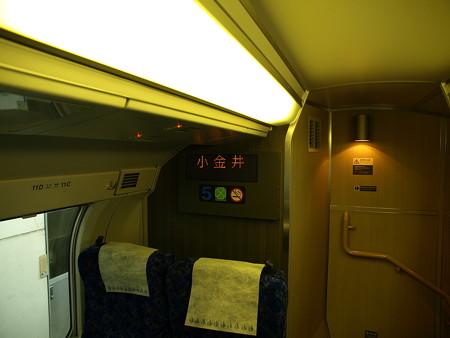E231系グリーン車車内1