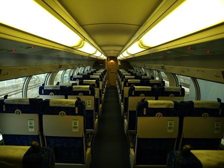 E231系グリーン車車内2