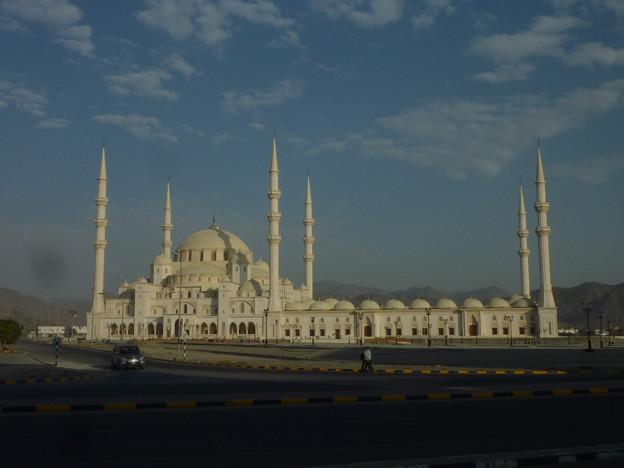 朝のグレート・モスク 、フジャイラ Fujairah Great Mosque,UAE