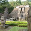 写真: ピラミッド?スク―寺院 Main monument of Sukuh temple