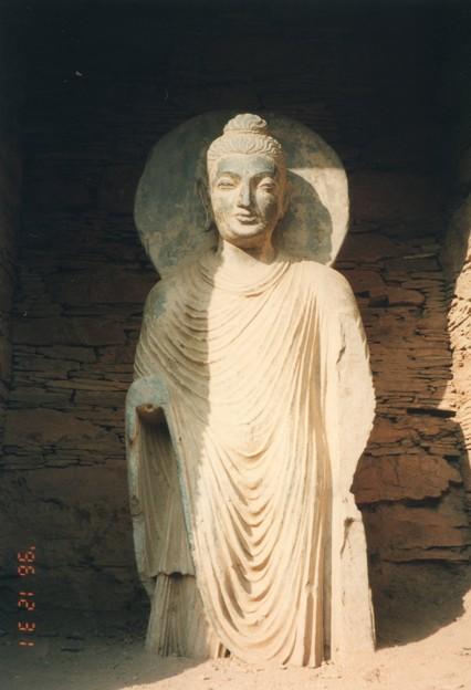 ガンダーラ 龕の仏像~仏教彫刻  Buddha statue,Takht-i-Bahi *海山を越えて日本に伝わりし衣紋の流れ見れば尊し