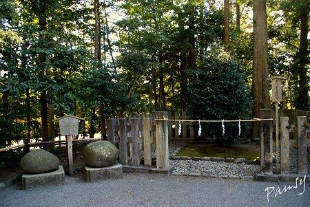 鶴亀石と・・由比若宮遙拝所・・鶴岡八幡宮・・11