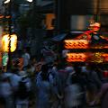 Photos: 夕暮れ、神輿が練り歩く!