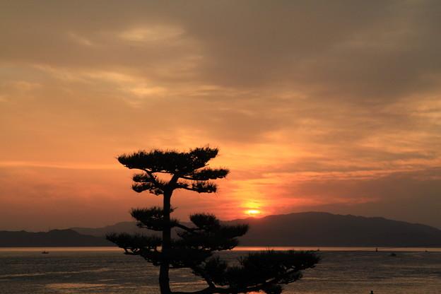 Photos: 110514-4四国・中部地方ロングツーリング・民宿の部屋からの朝焼け