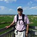 渡良瀬遊水地の広大なヨシ原をバックに幹事2015.4.30