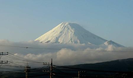 富士山 JR窓越し風景-240330-1