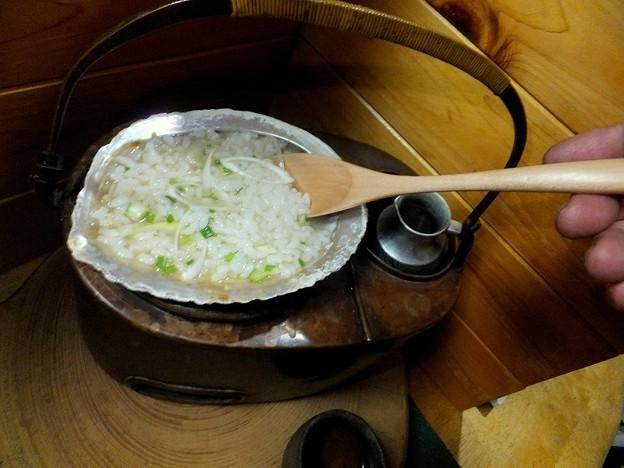 アワビの貝殻で雑炊