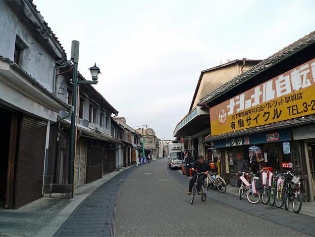 山鹿・惣門近くの街並みと、レトロ自転車