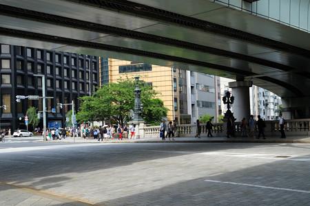日本橋橋上の高速道路橋桁