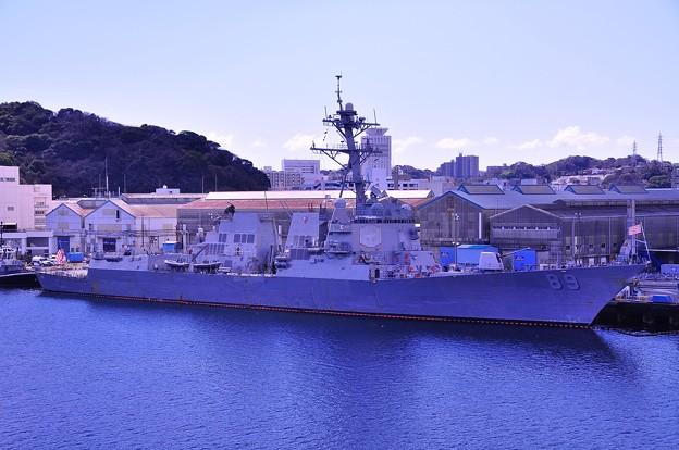 ジョージワシントンから見る米海軍イージス艦。。