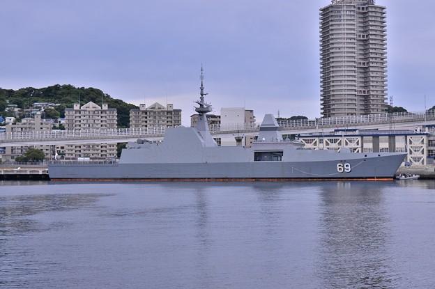 真横からシンガポール海軍ステルス性 艦船F69イントレピット・・20140824