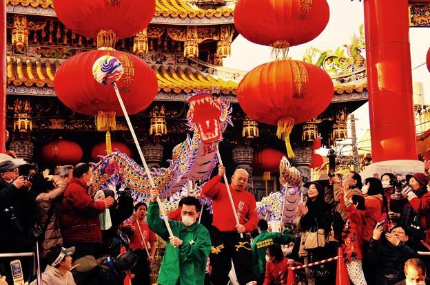 祝賀パレードで。。中国龍舞。。関帝廟通り 2月28日