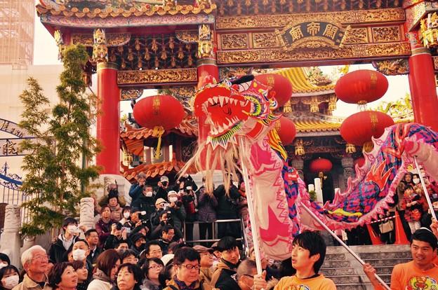 関帝廟で。。お祝いの舞。。盛り上がる。。2月28日