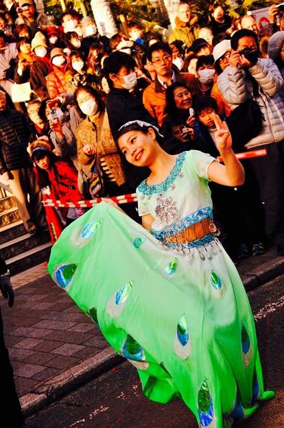 関帝廟通りでの中国舞踊。。2月28日
