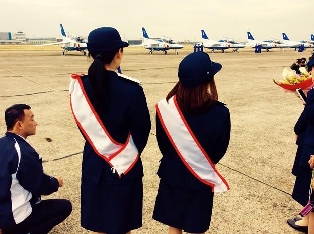 小牧基地航空祭。。一日基地司令局長が見守るブルーインパルス帰還
