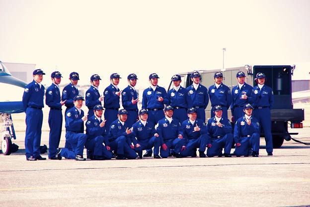 小牧基地航空祭。。ブルーインパルス整備士。。ドルフィンキーパーたち記念撮影