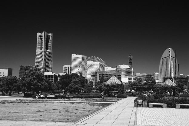 モノクロな世界 横浜みなとみらいの風景。。5月30日