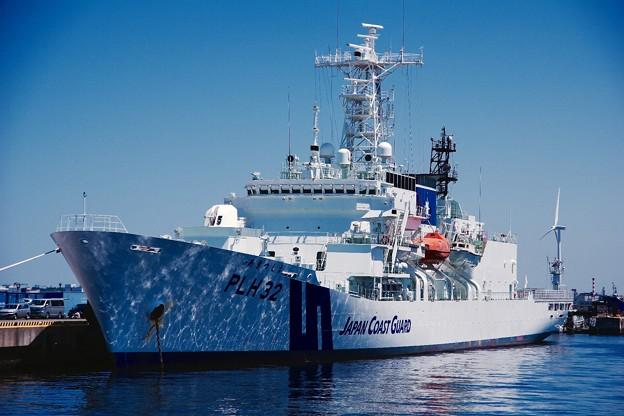 静かに停泊している海上保安庁あきつしま。。5月30日