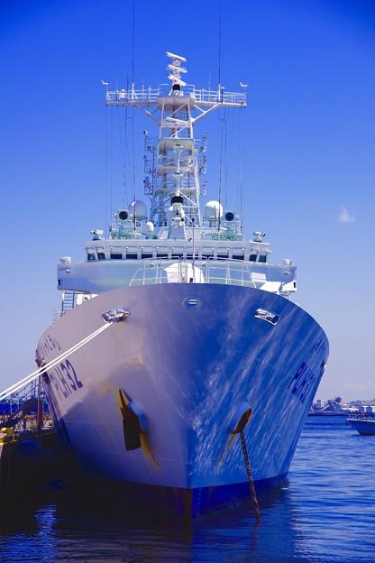 海からの青が反射。。海上保安庁あきつしま。。5月30日