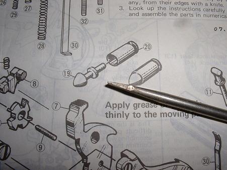 LSプラモデル「レミントンダブルデリンジャー」組み立て説明図より、カートリッジ画(部品No19)に「松尾」社の名残が