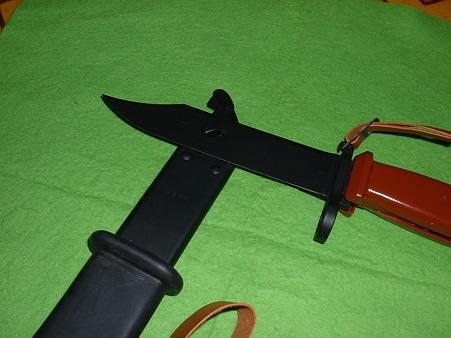 有井(アリイ 旧LS)「AK-74銃剣」 は鞘と組み合わせてワイヤーカッター となる(形だけで機能しない)Doburok
