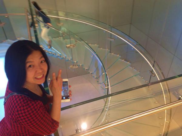 おしゃれな階段と記念撮影