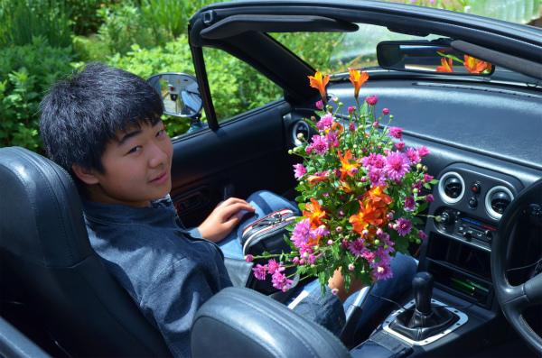 庭に咲いていた花を摘んで