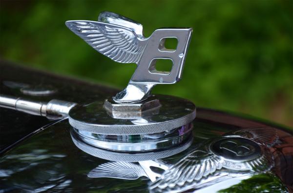 1937年のロンドンモーターショーに出品されたベントレー