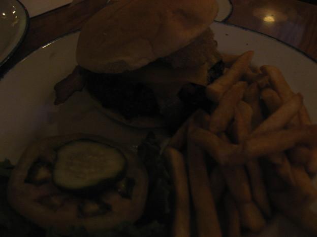 写真: HardRockCafeのハンバーガー