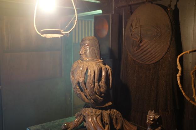 不思議な木彫りの置物