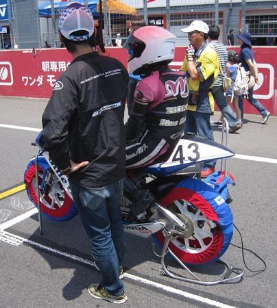2014 #43 足立眞衣 NSF250R Hondaブルーヘルメット 全日本ロードレース J-GP3 jrr 005