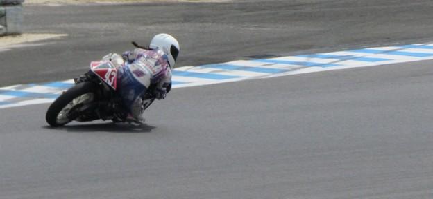 写真: 2014 #43 足立眞衣 NSF250R Hondaブルーヘルメット 全日本ロードレース J-GP3 jrr 63