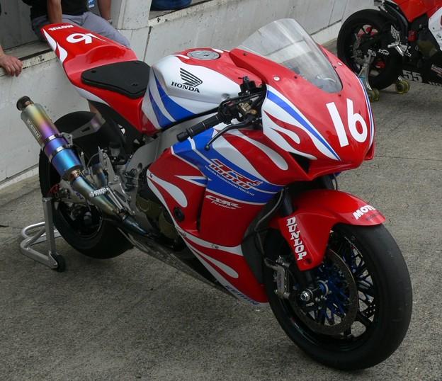 2013 #16 吉田 光弘 Honda熊本レーシング CBR1000RR P1270855